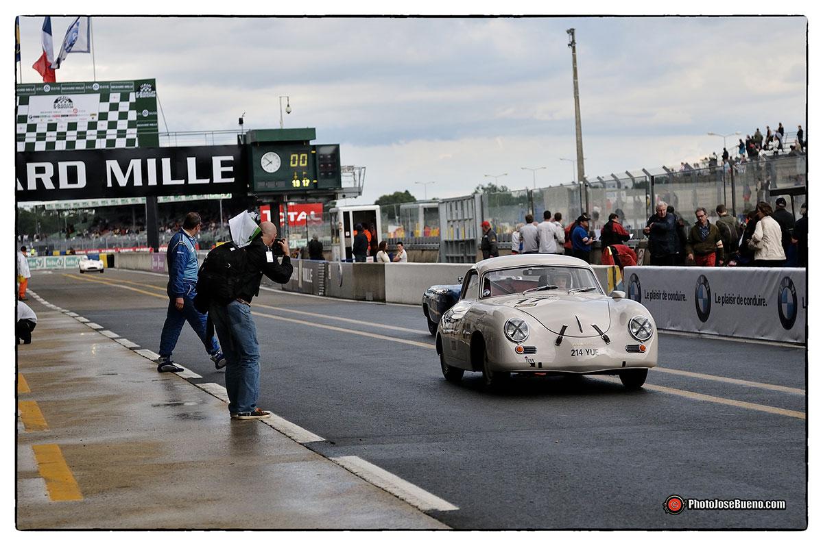 Le Mans Classic - Pit Line Nikon D300S - Nikkor 24-70mm - f: 2.8 - 1/3200s - ISO 800